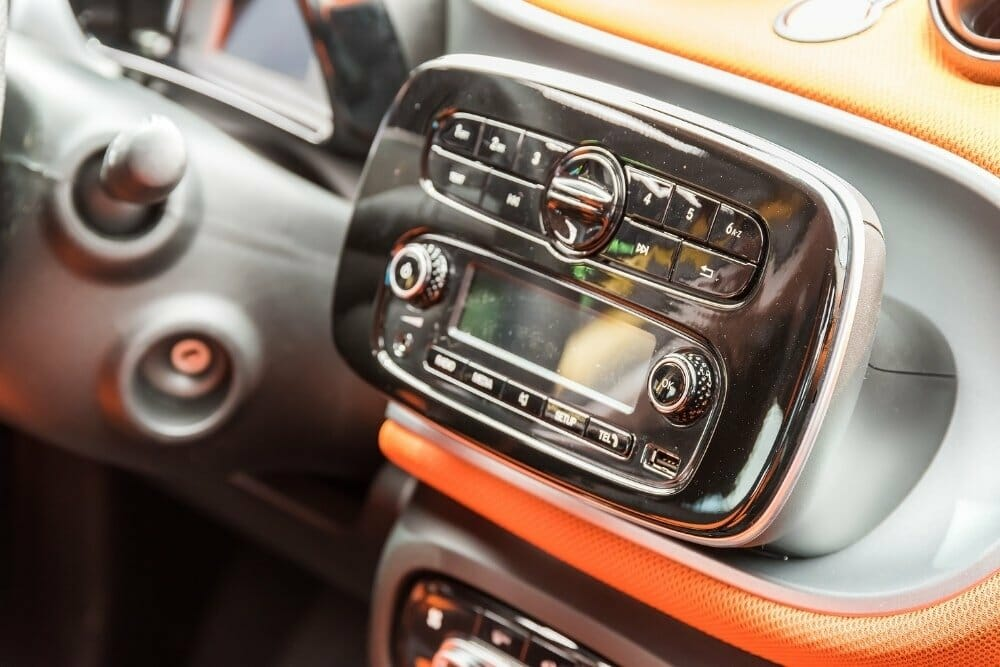 How To Fix a Car Stereo That Has Power But No Sound Is Coming From The Speakers
